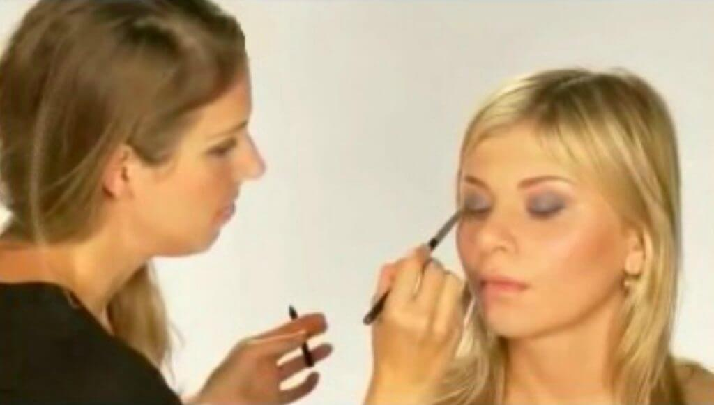 How to do a Quick Smoky Eye